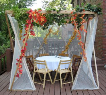 Standard sukkah shown with 4-8 seats at a 48